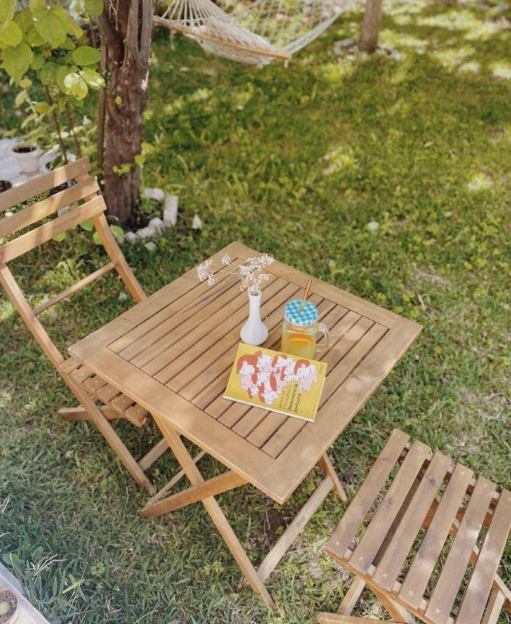 mesa de madera para jardin