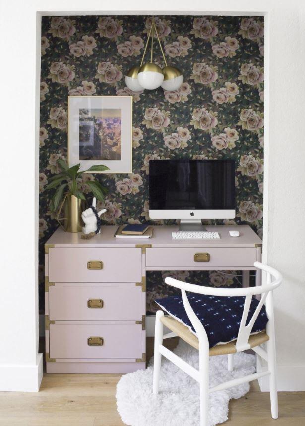 oficina en casa con vinilo decorativo en pared