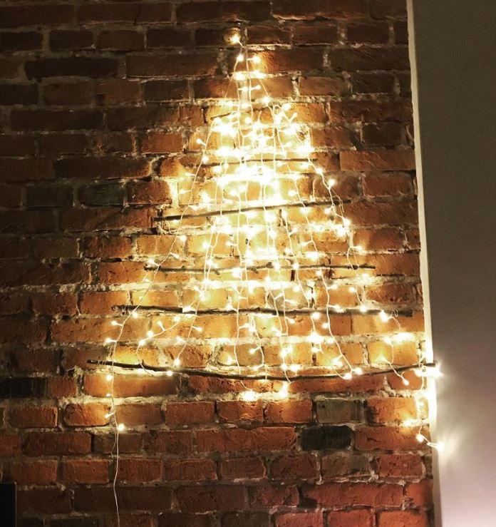 poner arbol navidad pared