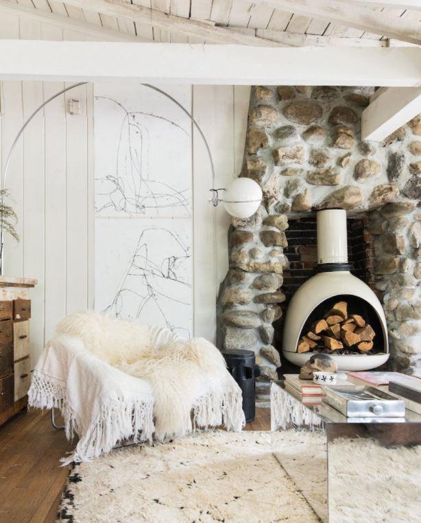 salon antiguo con chimenea moderno