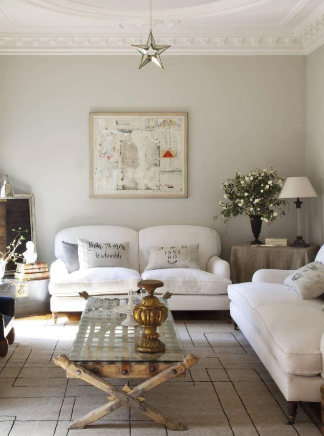 salon con techo blanco